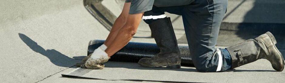 dakdekker plaatst dakbedekking